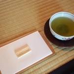 時雨亭 - 煎茶  お菓子付き