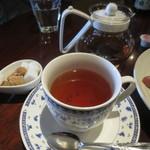 46608043 - 紅茶はポットサービスです♪