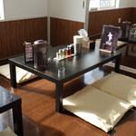 麺侍どらぁご - 座敷テーブル
