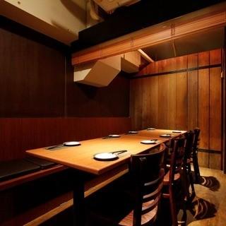 忘年会・接待に人気のドア付き完全個室。12名様まで対応可能。