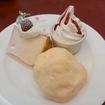 46611295 - ケーキセット(617円)のケーキ&シフォンケーキ&ソフトクリーム