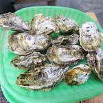 唐泊恵比須かき小屋 - 牡蠣1盛はこんな感じです。