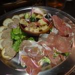 oufuuryouriyabisutora - 鶏レバーのペーストトリュフ風味、メルバトースト付、24ヶ月熟成パルマ産生ハム