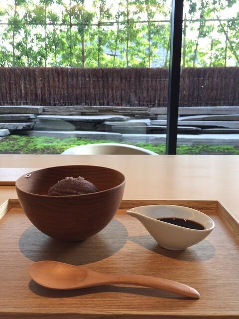 茶洒 金田中 - カウンター席から素敵なお庭がのぞめます