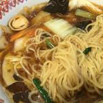 紅虎餃子房 - 麺はこんな感じ