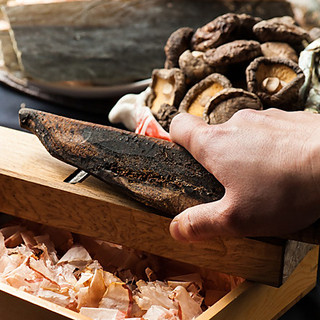 出汁を極めた和食料理人が丁寧に仕上げた「本格出汁」のうどん