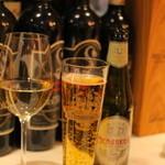 横浜馬車道 旬の肉料理イタリアン オステリア・アウストロ - まずはGaviとManabreaで乾杯