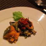 横浜馬車道 旬の肉料理イタリアン オステリア・アウストロ - お通しは、カボチャとムール貝