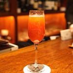 BAR オーパ - 苺とシャンパンのカクテル(ロッシーニ)