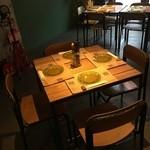 ブロカント - 4名席×6テーブル