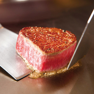 素材に自信があるからできる「岩塩とわさび」で食べるステーキ
