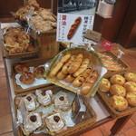 トランドール - 大分県臼杵市にある鑰屋のカニ醤油を使ったパンが売られていました。