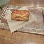 イズマイ - パイセット:カスタードパイ、コーヒー1