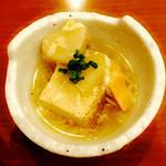 創作串揚げ めいめい - 料理写真:先付は焼き豆腐と鮭に湯葉あんが。お出汁がとても上品な仕上がり。