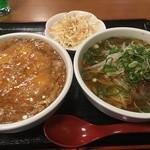 中国料理 鴻福 - 天津飯ハーフとラーメンハーフ