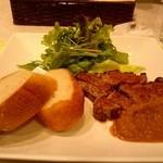 ステーキハウス 蜂 - ステーキ100g (パンorご飯)¥1,111