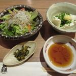46643555 - 釜揚げしらすサラダ、ざる豆腐、漬物
