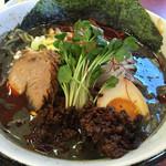 46643961 - 黒ゴマタンタン麺(4辛):780円 白より胡麻のコクが!粗挽きなのか?ザラザラなスープで色は真っ黒。若干・・胡麻の苦味も( ̄▽ ̄)