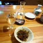 46646967 - 日本酒はこんな感じのかわゆい入れ物に入ってきます。手前は昆布とタラコ?のお通し
