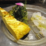 46648146 - 前菜の盛り合わせ:ハヤミーバイのカルパッチョ、エンサイのマリネ、キッシュに似た近海マグロとブロッコリーのフリッタータ