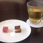 レオーニ - ハーブティーと小菓子