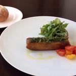 レオーニ - 豚足とカイエットのパート包み焼き