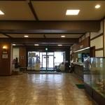 酸ヶ湯温泉旅館 - 玄関ホールは広いです