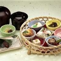 錦 もちつき屋 - 一日限定20食!!錦市場弁当¥1200 (*メニューは季節によって変わります)