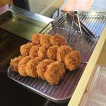 魚兼 - 料理写真:揚げたてコロッケ