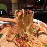 七志 とんこつ編 - 201601 デフォルトの豚骨ラーメンの上に豚角煮入りの麻婆豆腐が乗ってるスタイル。