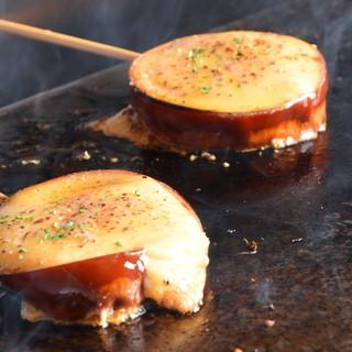 ★鉄板で焼き上げる『チーズ串』が新名物♪チーズ美味っ~い◎