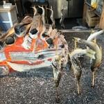 華厳の滝 つみっこ - 鮎やヤマメの塩焼も食べれます (1本 600円)