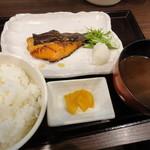 季節料理 学 - 鮭の照り焼き定食(800円)