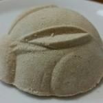 長谷源菓子舗 - 玉うさぎ、横から。