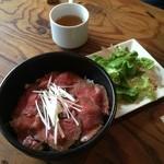 Table - 柔らかお肉たっぷりのローストビーフ丼♡