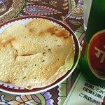 クマリ レストラン - ビールにパパドがつく