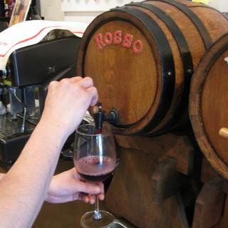 樽出しワイン飲み放題!