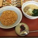山田うどん - 料理写真:日替わりセット(キムチチャーハン、たぬきそば)(税込690円)