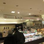 妻家房 - 博多阪急の地下にある手作りキムチや韓国料理のお弁当やお惣菜、韓国食材のお店です。