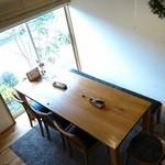 ポタージュ - 1階のテーブル席を2階から撮影したよ♪