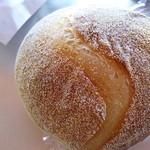 ハッチベーカリー - トウモロコシの粉入りのパン ¥230