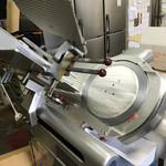ひばり食堂 - ひばり食堂(高知県長岡郡大豊町高須)肉をスライスする機械