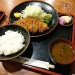 とんかつ稲 - 「ランチ とんかつ定食」 950円