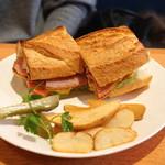 ラランジェ・カフェ - 料理写真:BLTサンド