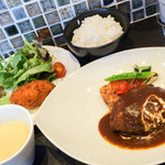 オオタガワ ケイ ダイニング - ハンバーグステーキ&カニクリームコロッケ(1300円+税)