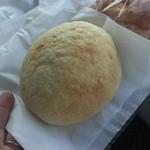 プリメーロ - 料理写真:メロンパン135円