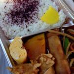 かしわのツネカワ - 料理写真:チキン弁当(税込430円) (2016.01現在)
