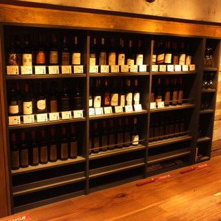 豊富な種類のワインはグラス580円&ボトル2980円〜♪