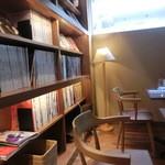 白金茶房 - 本棚