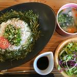カフェ 桜コ.. - シラスたらこ丼ランチ。スープは生姜でほっこり。